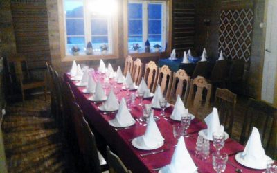 Restaurant med servering av cateringmat  på Frøyseth i Masfjorden.